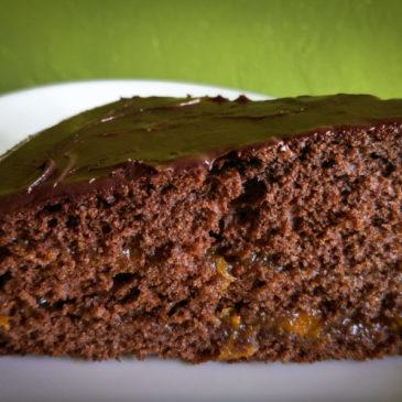 Bezlepkový dort Sacher s čokoládou a meruňkovou marmeládou