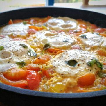 Vejce v rajčatové omáčce